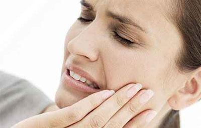 Як позбутись зубного болю без лікаря?