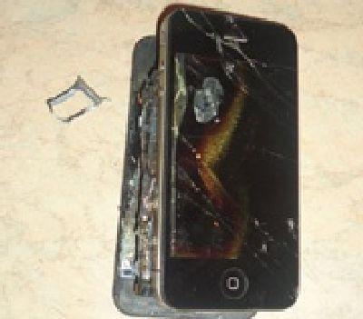 С Apple требуют $75 000 за сгоревший из-за iPhone 4s дом