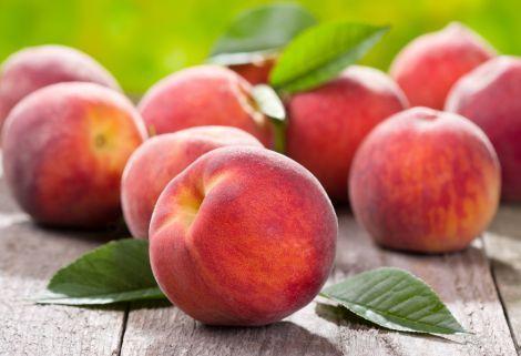 Яка користь організму від персиків?
