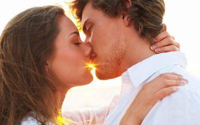 Стало известно, почему люди закрывают глаза при поцелуе