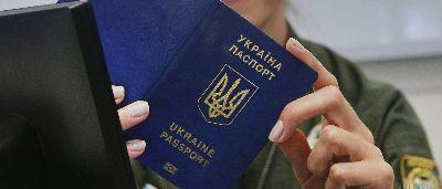 Биометрические паспорта для переселенцев: с чем сталкиваются люди из зоны АТО