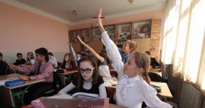"""МИД РФ бьется в истерике из-за нового украинского закона """"Об образовании"""" и зовет на помощь Европу"""