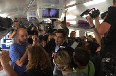 """""""Укрзализныця"""" выплатила компенсации из-за скандала с Саакашвили, возместив пассажирам 50 тыс. грн за задержку поезда Перемышль - Киев"""