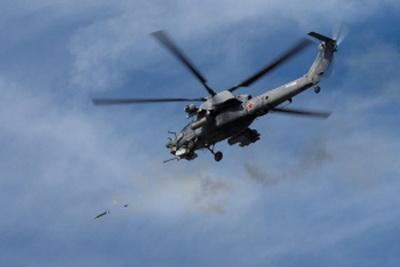 Российский ударный вертолет Ка-52 ворвался на территорию Украины. ВИДЕО