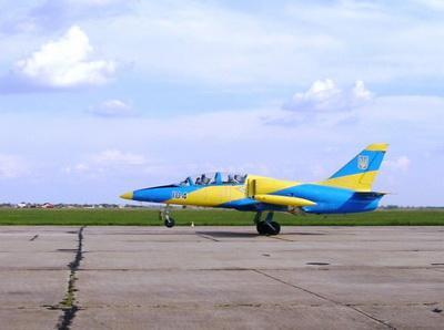 Загадочная авиакатастрофа: военный самолет Л-39 рухнул вблизи Хмельницкого по неизвестным причинам - двое пилотов трагически погибли