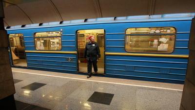 В киевском метро братья-дебоширы пытались избить полицейского кулаками и ногами