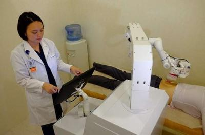 В клинике Сингапура начал работу первый в мире робот-массажист (ВИДЕО)