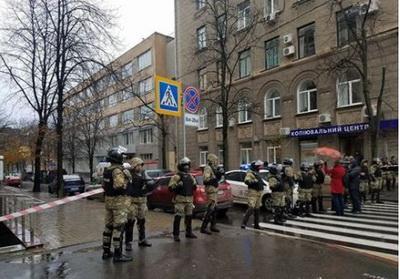 Обыск у сына Авакова: десятки титушек заблокировали все входы в дом сына главы МВД в Харькове, полиция ищет взрывчатку