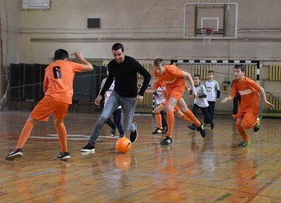 Срна сыграл в футбол в Мариуполе