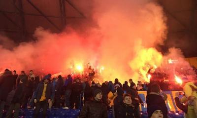 Федерация футбола Украины поплатилась за поведение фанов