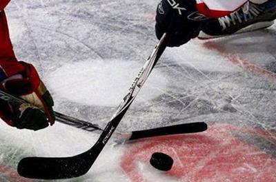 Хоккеист в матче разрезал сопернику рот коньком: опубликовано видео