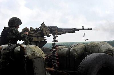 Вести АТО: Бойцов ВСУ обстреляли из артиллерии, минометов и танка, есть раненые