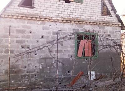Обнародованы фото последствий обстрела боевиками домов мирных жителей Водяного