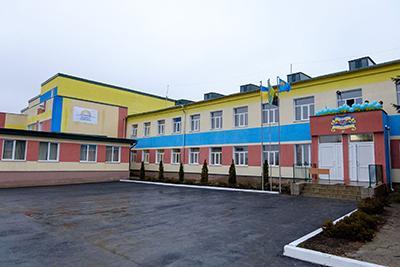 Красавица-школа в Ильиновке.