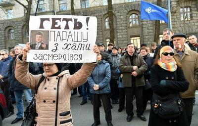 Украину погрузили в СССР: стукачество и тюрьма за нелюбовь к солнцеликому Главнокомандующему