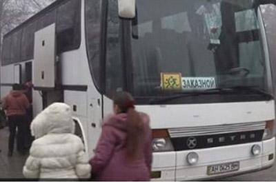 Дети «элиты ДНР» на «бандеровском» автобусе отправились покорять Москву. ФОТО, ВИДЕО