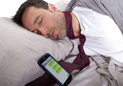 Если вы оставляете на ночь телефон возле кровати, то обязательно прочитайте эту информацию!