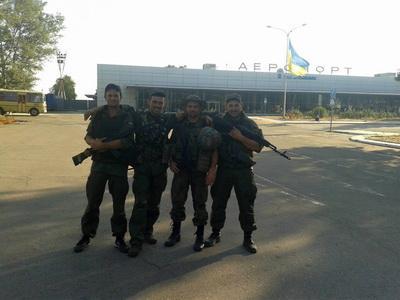 В Мариупольском аэропорту военнослужащий пустил очередь из АК над головой полковника