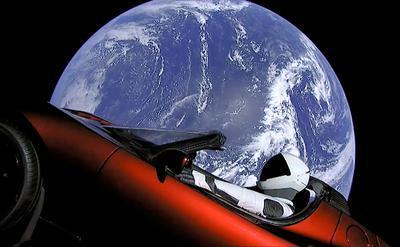 SpaceX запустила YouTube-трансляцию из летящей к Марсу Tesla Roadster (ВИДЕО)