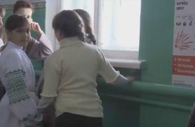 Дорога в школу превратилось в тяжелое испытание для детей прифронтовой зоны Донетчины