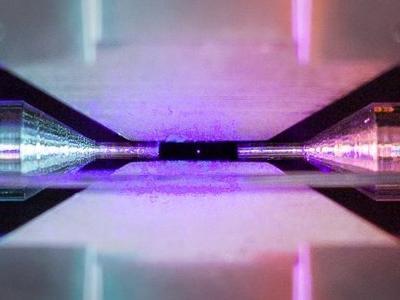 На конкурсе научной фотографии победил снимок одинокого атома