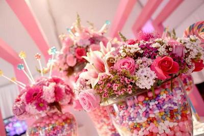 Подарки на 8 Марта: чем порадовать любимых женщин