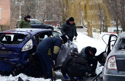 Последствия взрыва в Донецке: повреждены четыре авто, а также руки и ноги
