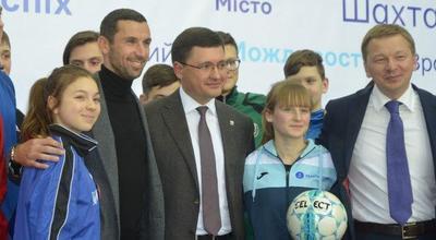 """ФК """"Шахтер"""" вложит миллиард гривен в развитие спорта в Мариуполе"""
