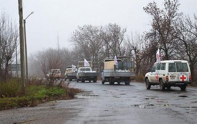 Красный Крест отправил в Донбасс 11 грузовиков с 220 тонн гумпомощи