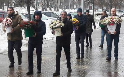 Трындец какой-то: Жители Донецка о ценах на цветы к 8 Марта