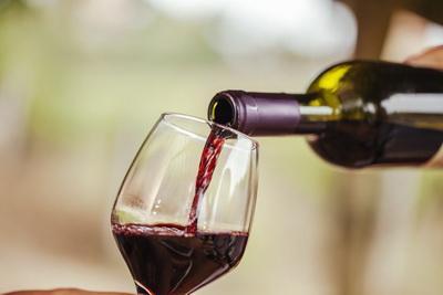 Названо неожиданное полезное свойство вина