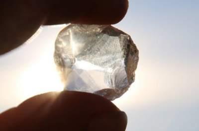 """Исследователи впервые обнаружили на Земле алмаз с """"инопланетным"""" льдом внутри"""