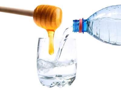 Названы неожиданные свойства воды с медом