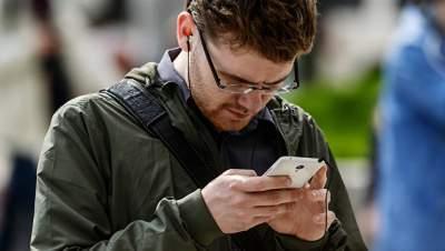 Врач рассказал, какой вред мозгу наносят смартфоны