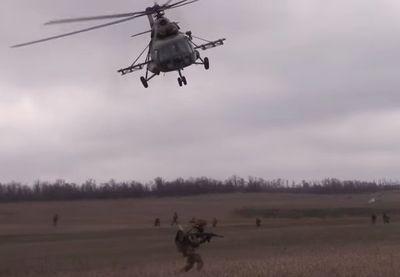 Вертолет и стрельба: десантно-штурмовые войска показали себя в зоне АТО (ВИДЕО)