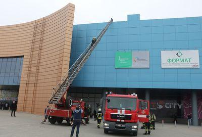 В Мариуполе эвакуировали крупнейший торгово-развлекательный центр (ВИДЕО)