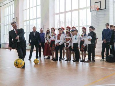 """Порошенко: """"Если в Мариуполе не проводить футбольные матчи - кто поверит что мы за мир?"""""""