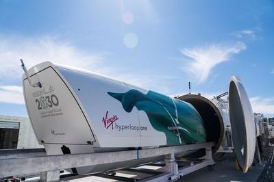 Virgin Hyperloop One презентовала пассажирскую капсулу для своего сверхскоростного поезда (ВИДЕО)