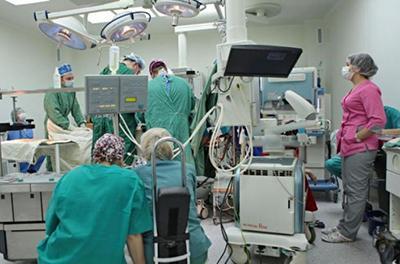 """Невероятно, но украинец три года жил с """"подарком"""" врачей в теле."""