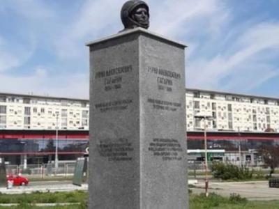 """В Сербии демонтировали """"неправильный"""" памятник Гагарину"""