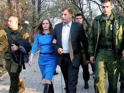 """Главарь """"ДНР"""" живет с """"Матерью"""", которая торгует краденым в украденных магазинах"""