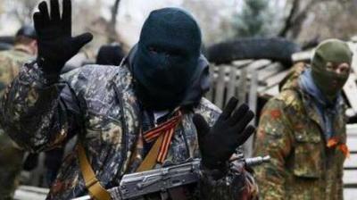 В центре Донецка подростки избили двух боевиков