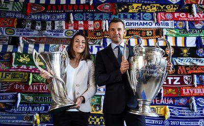 В Киев прибыли кубки Лиги чемпионов УЕФА (ВИДЕО)