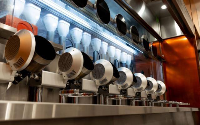 В бостонском ресторане начал работать робот-повар (ВИДЕО)
