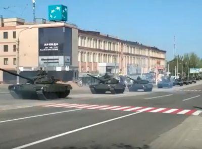 Этот караван отправится к праотцам: соцсети комментируют колонны российской военной техники в Луганске