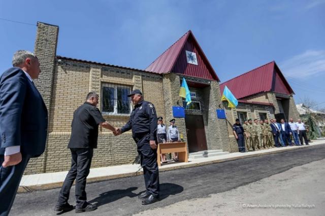 Глава МВД открыл полицейский участок в районе ООС