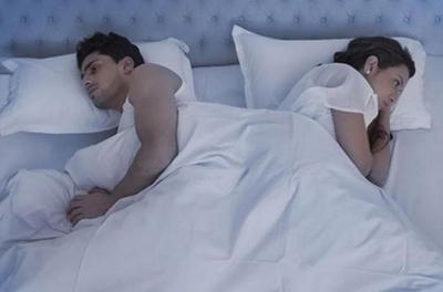 Ученые запретили парам спать в одной постели, и вот почему