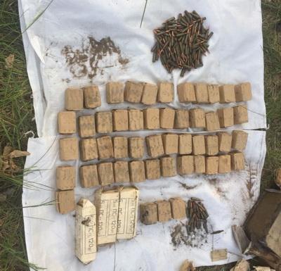 Пограничники на Луганщине нашли большой схрон с боеприпасами. ВИДЕО