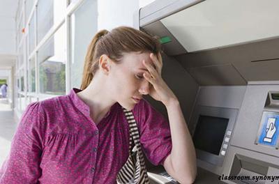 Вот как за три минуты вернуть карту, которую «съел» банкомат