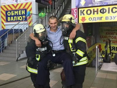"""В Мариуполе """"горел"""" ТЦ """"Обжора"""""""